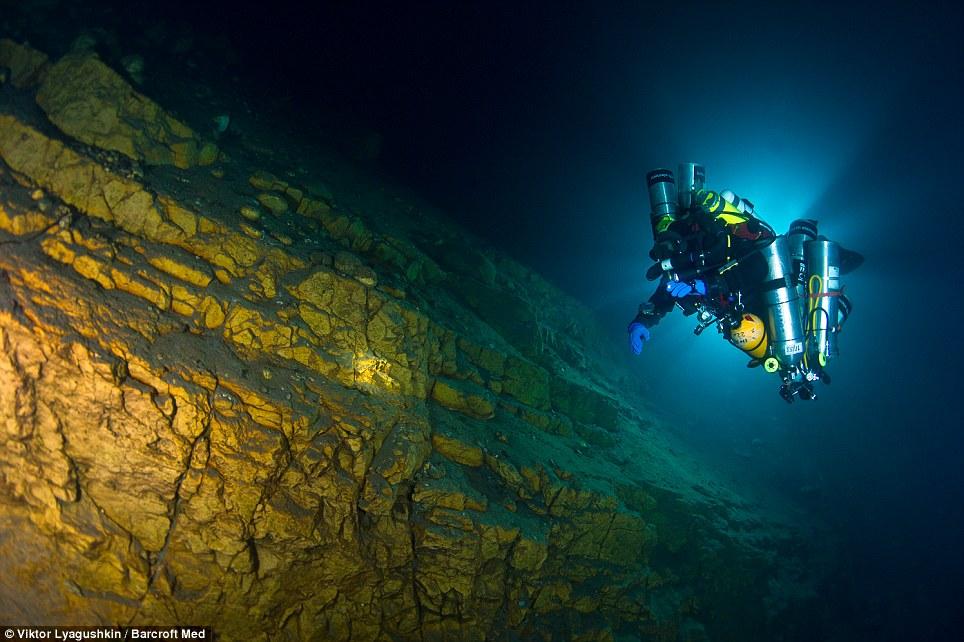 1051 Голубое озеро   неизведанный подводный мир