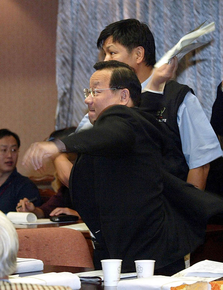 11105 Кулачные бои в парламентах