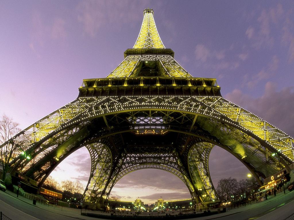 11164 Эйфелева башня: Взгляд снизу