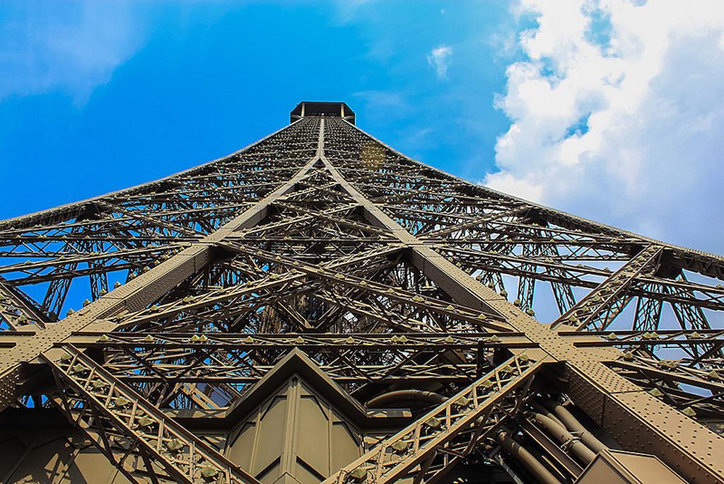 12138 Эйфелева башня: Взгляд снизу
