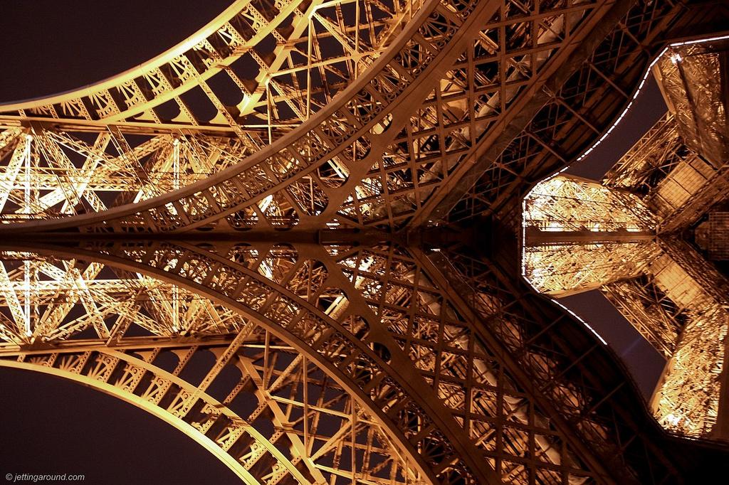 13118 Эйфелева башня: Взгляд снизу