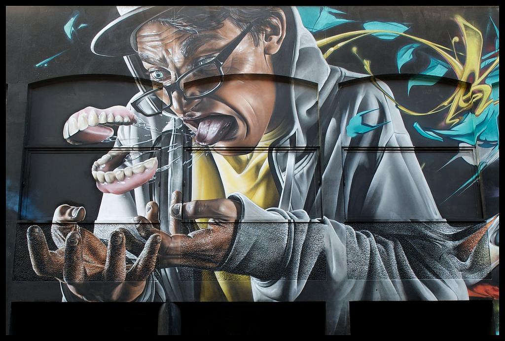1320332827 1317883277 25 Стрит арт от уличного художника SmugOne