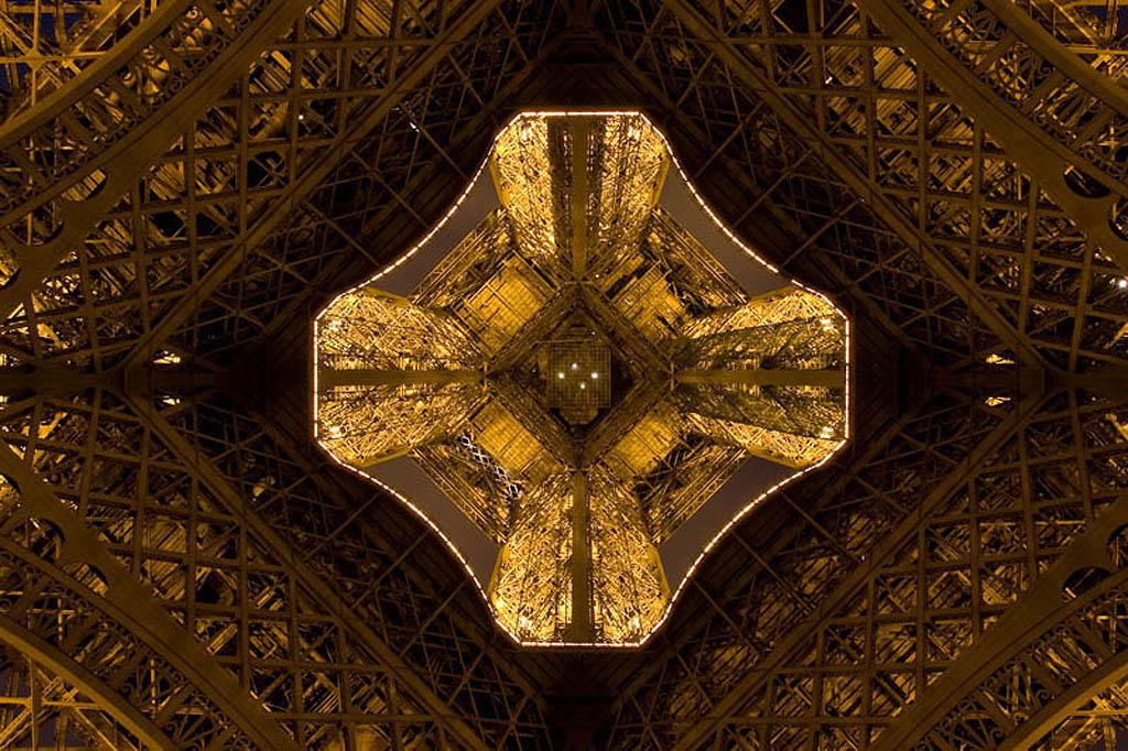 14108 Эйфелева башня: Взгляд снизу