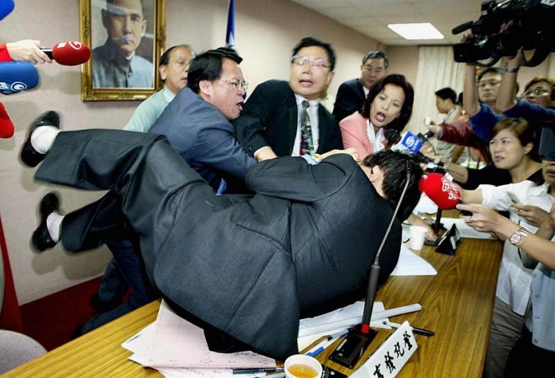 Кулачные бои в парламентах