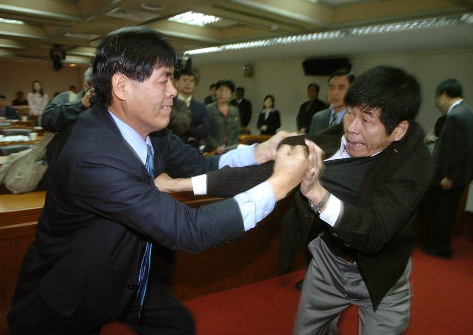 1549 Кулачные бои в парламентах
