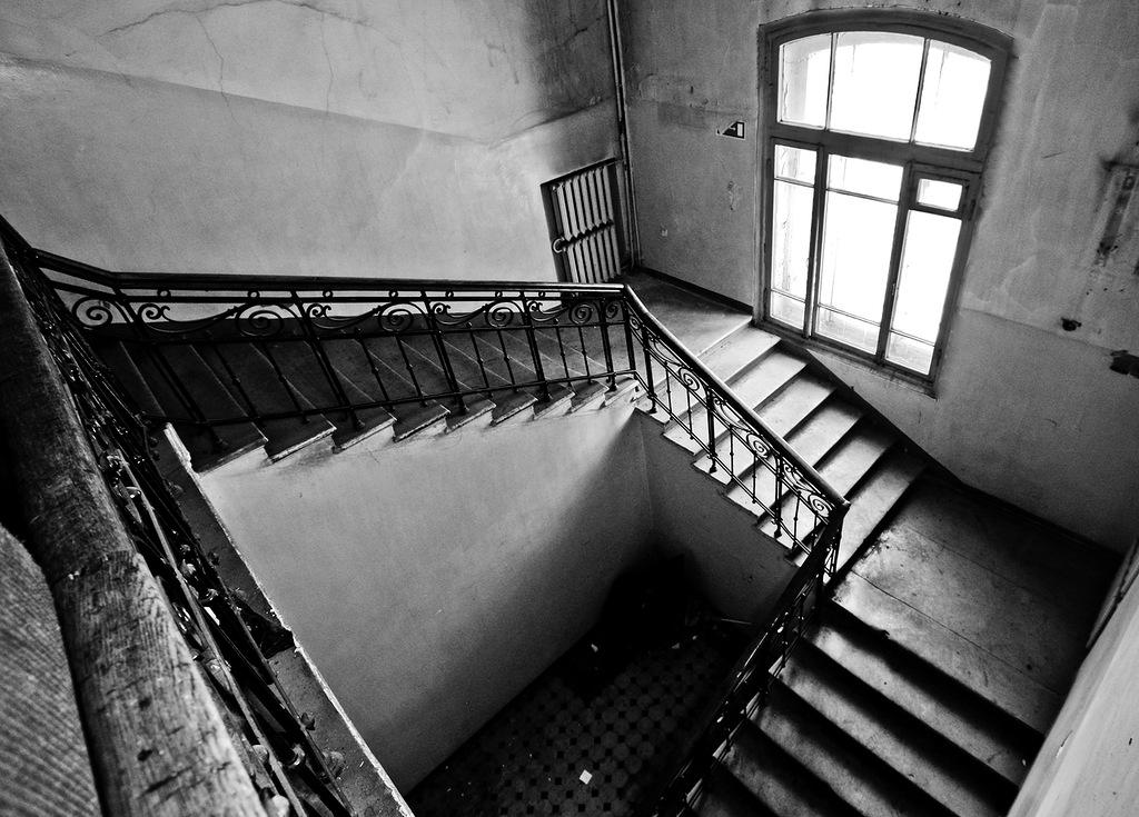 1718 Заброшенный родильный дом