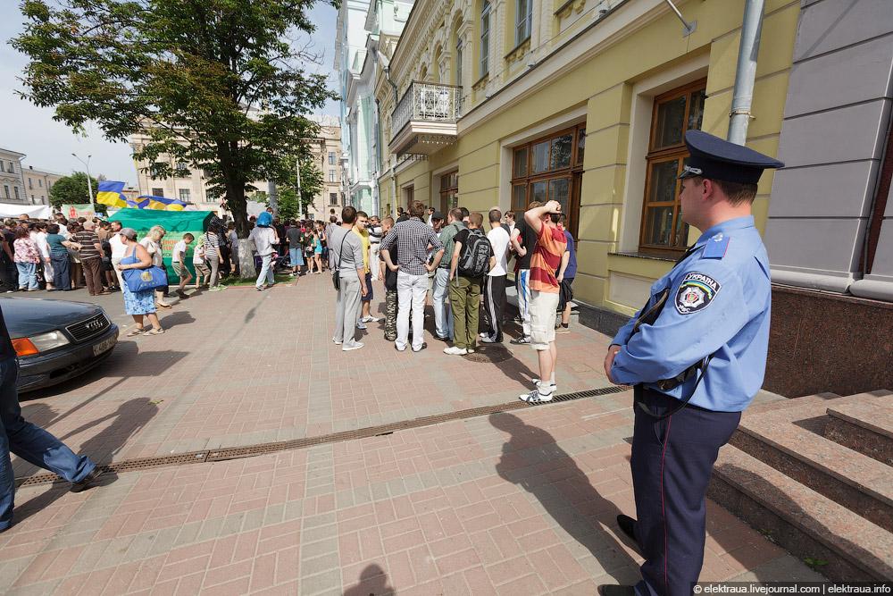 2053 Киев против гей парада