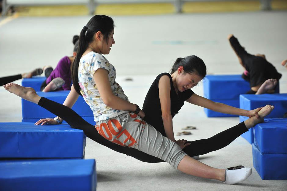 2165 Очень гибкие китайские гимнастки