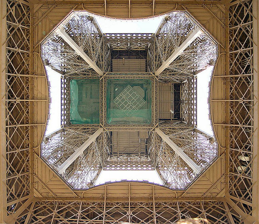 2288 Эйфелева башня: Взгляд снизу