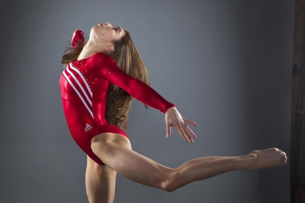 2640 Растяжка спортсменов   поэзия человеческого тела