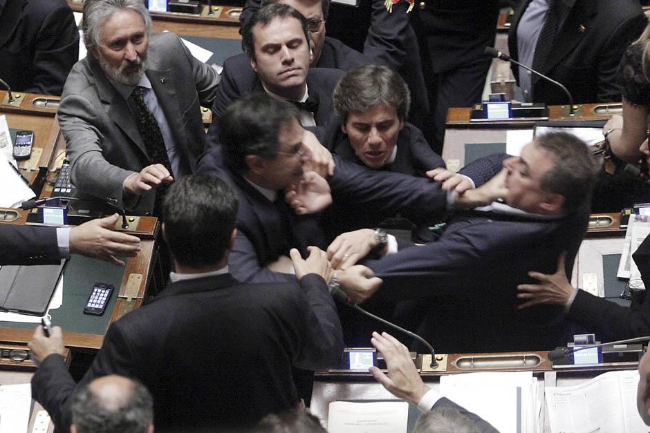 269 Кулачные бои в парламентах