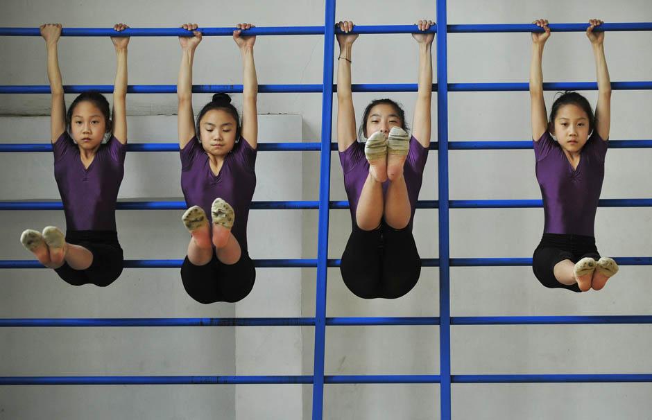 3130 Очень гибкие китайские гимнастки