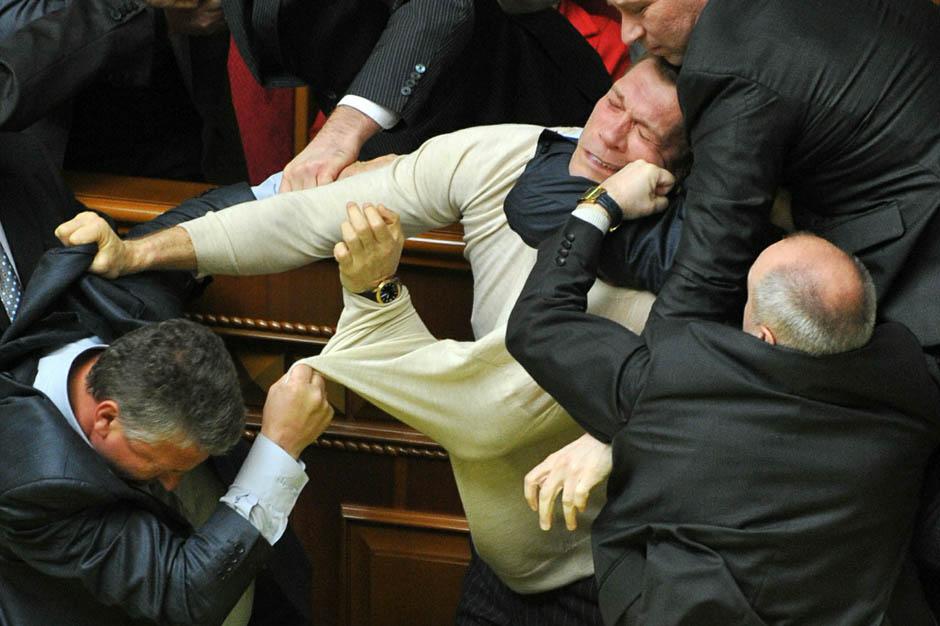 3131 Кулачные бои в парламентах
