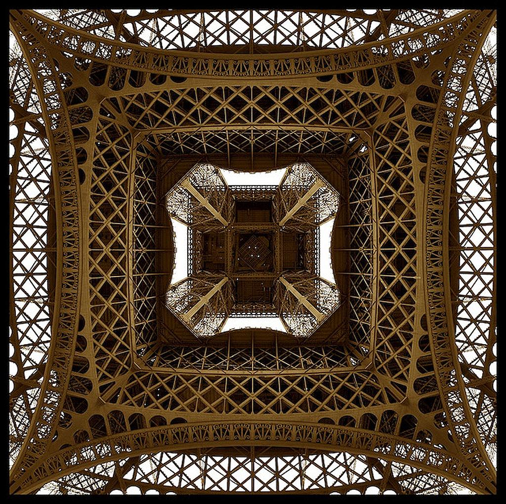 3204 Эйфелева башня: Взгляд снизу