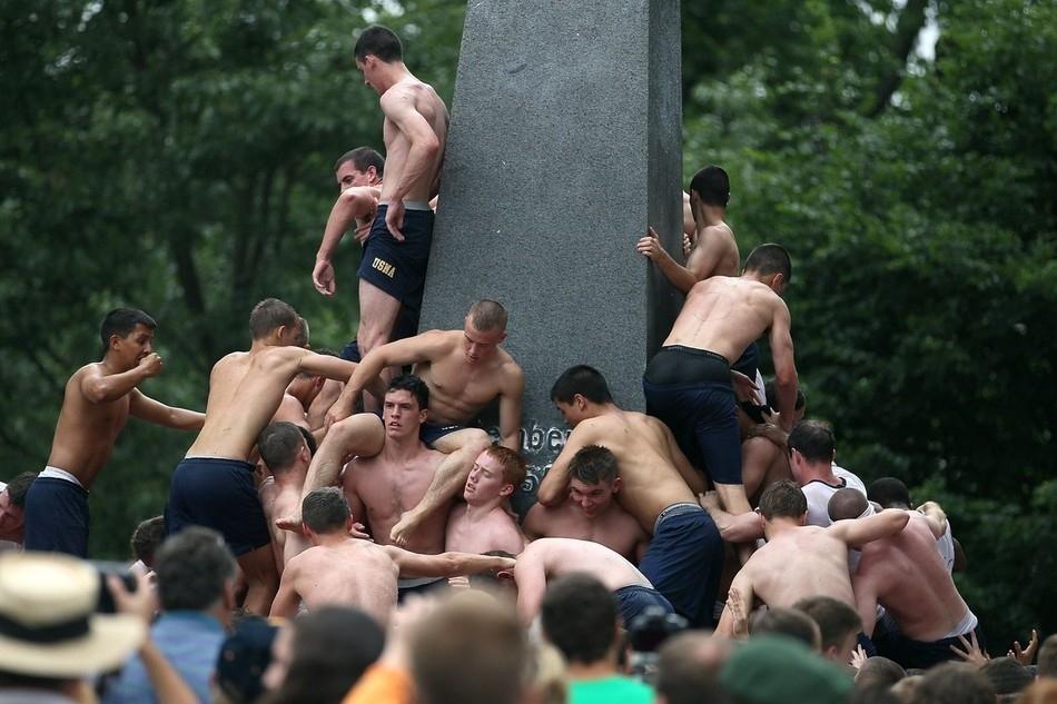 3206 Курсанты первокурсники, айда на памятник!