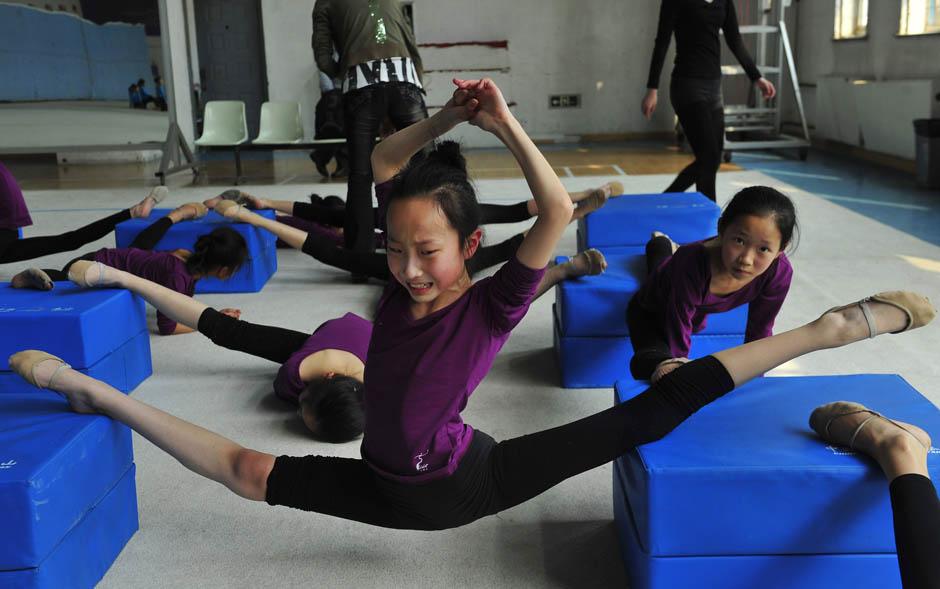 497 Очень гибкие китайские гимнастки