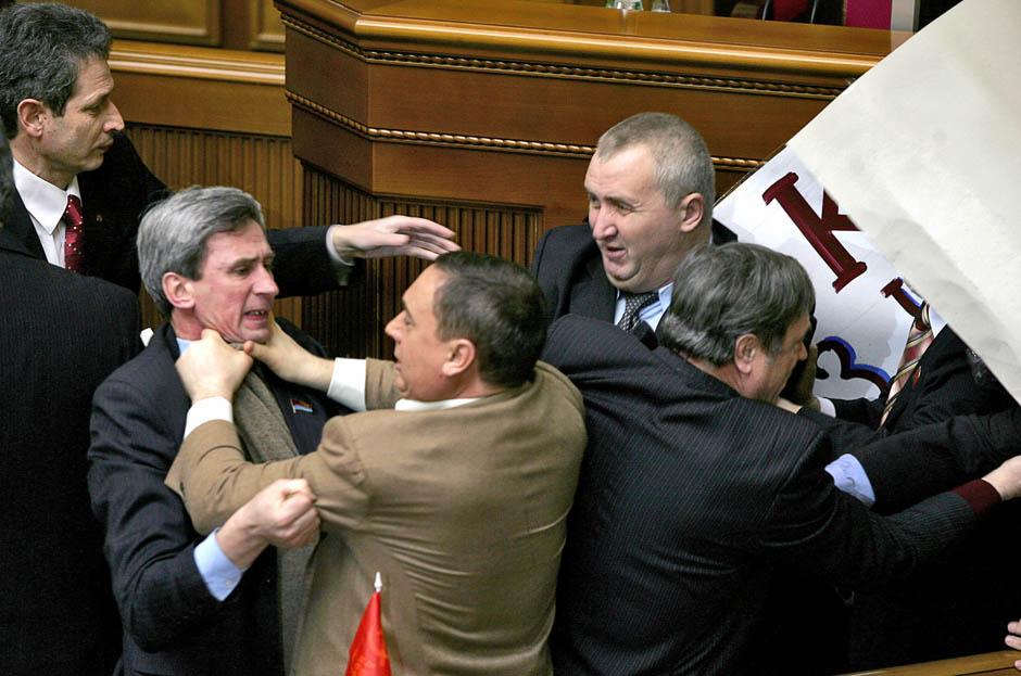 580 Кулачные бои в парламентах