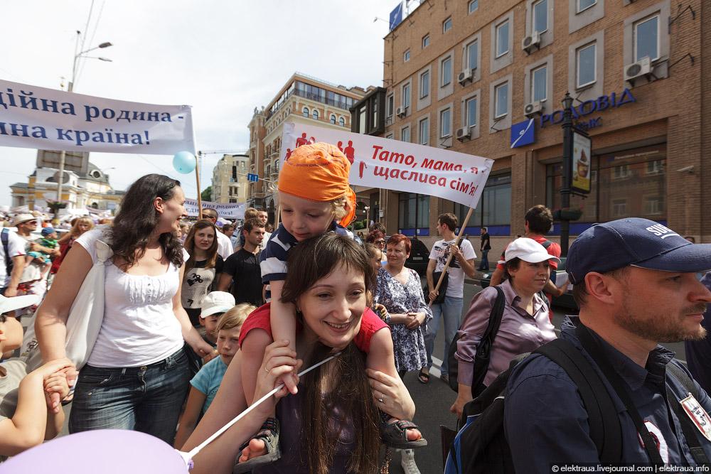 6127 Киев против гей парада
