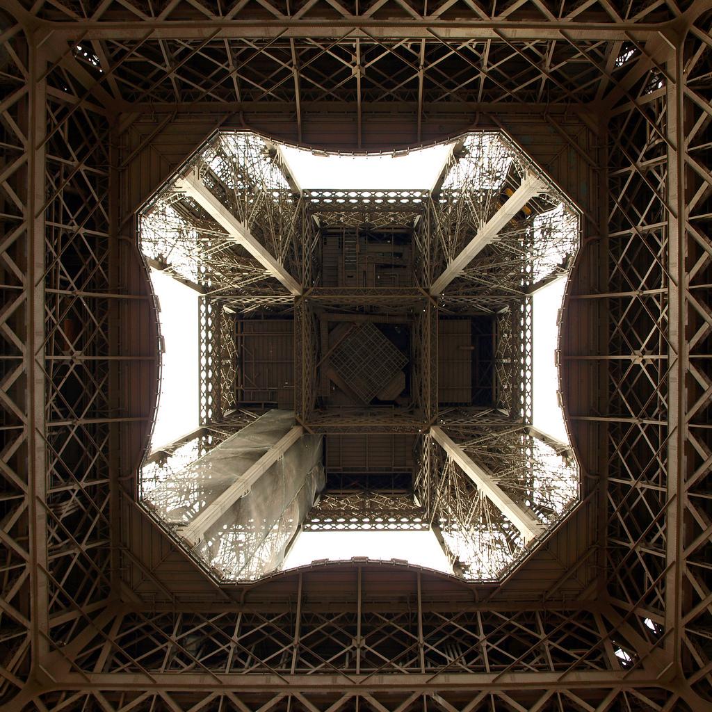 6152 Эйфелева башня: Взгляд снизу