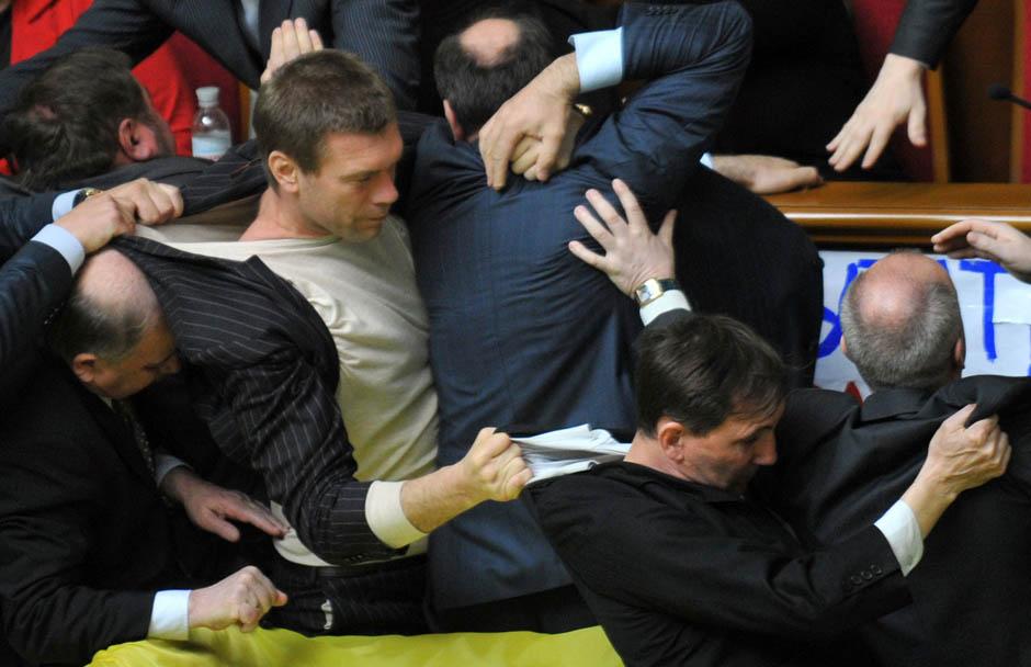 677 Кулачные бои в парламентах