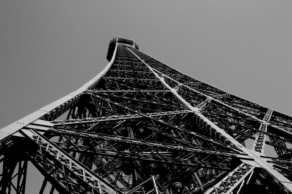 7140 Эйфелева башня: Взгляд снизу