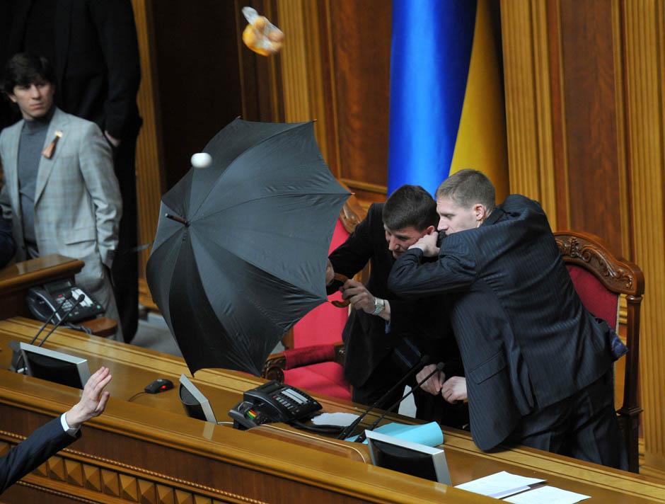 773 Кулачные бои в парламентах