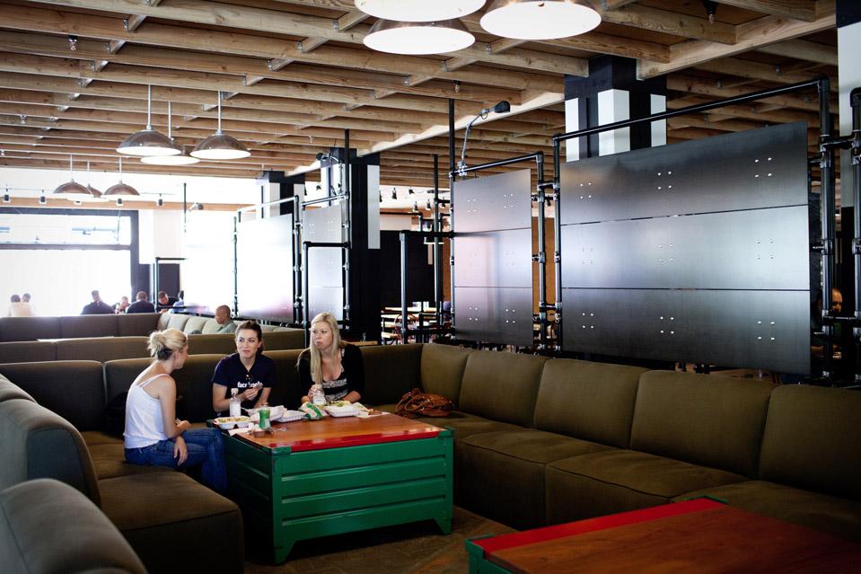 8103 Городок Facebook   штаб квартира компании переехала в новый кампус