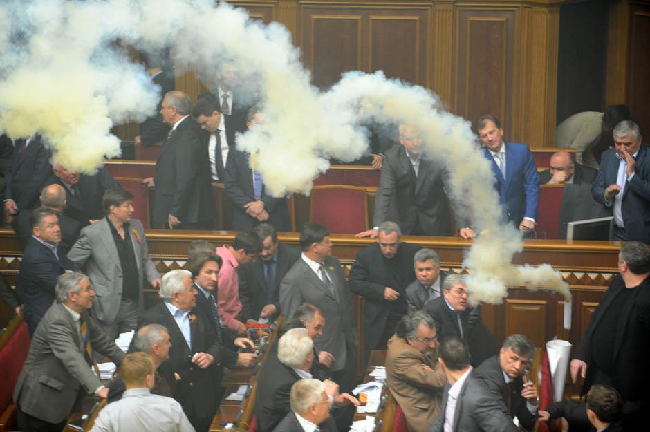 964 Кулачные бои в парламентах