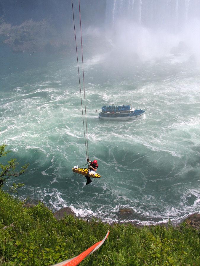 BDTXwsYr9x6ws9tX4 5cqw Мужчина чудом выжил после прыжка в Ниагарский водопад