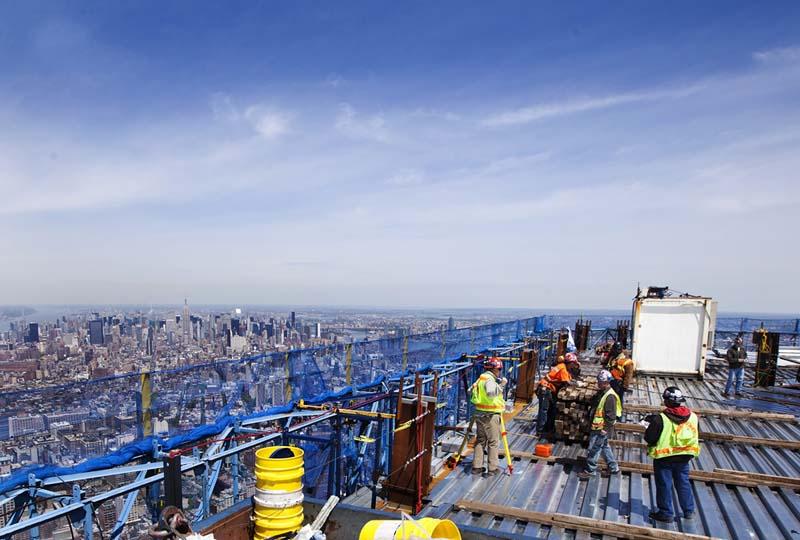 BIGPIC2219 Строительство Всемирного торгового центра 1 в Нью Йорке