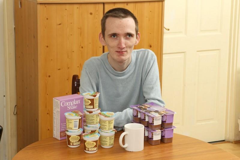 23-летний британец-анорексик боится твердой пищи