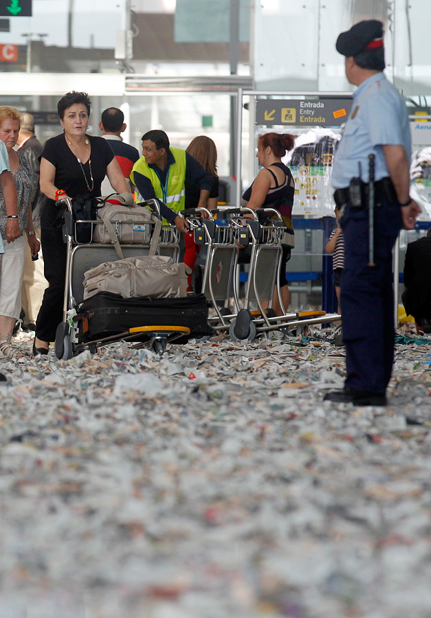 barselona07 Аэропорт Барселоны превратился в свалку