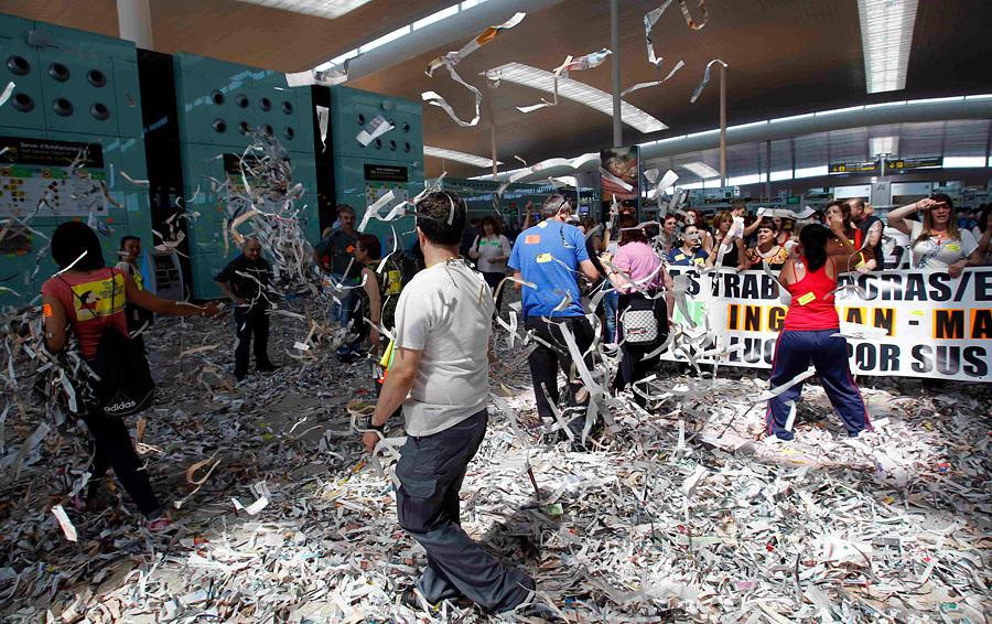 barselona08 Аэропорт Барселоны превратился в свалку