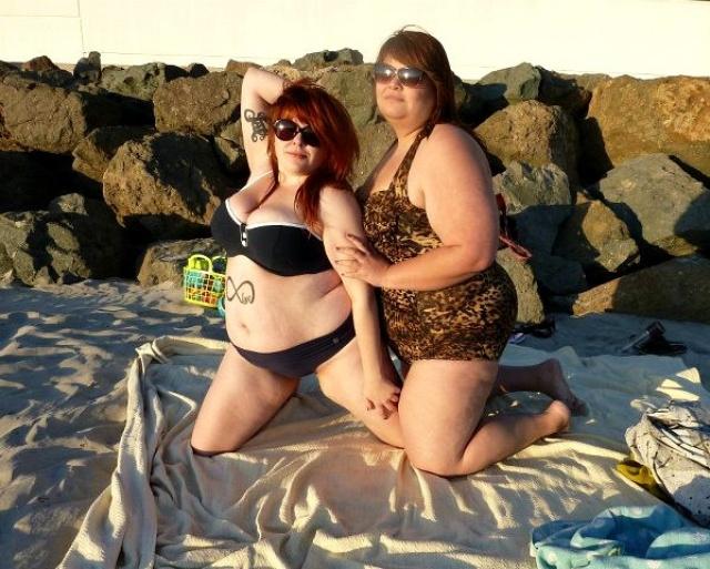 Толстушки в купальниках стали хитом Интернета