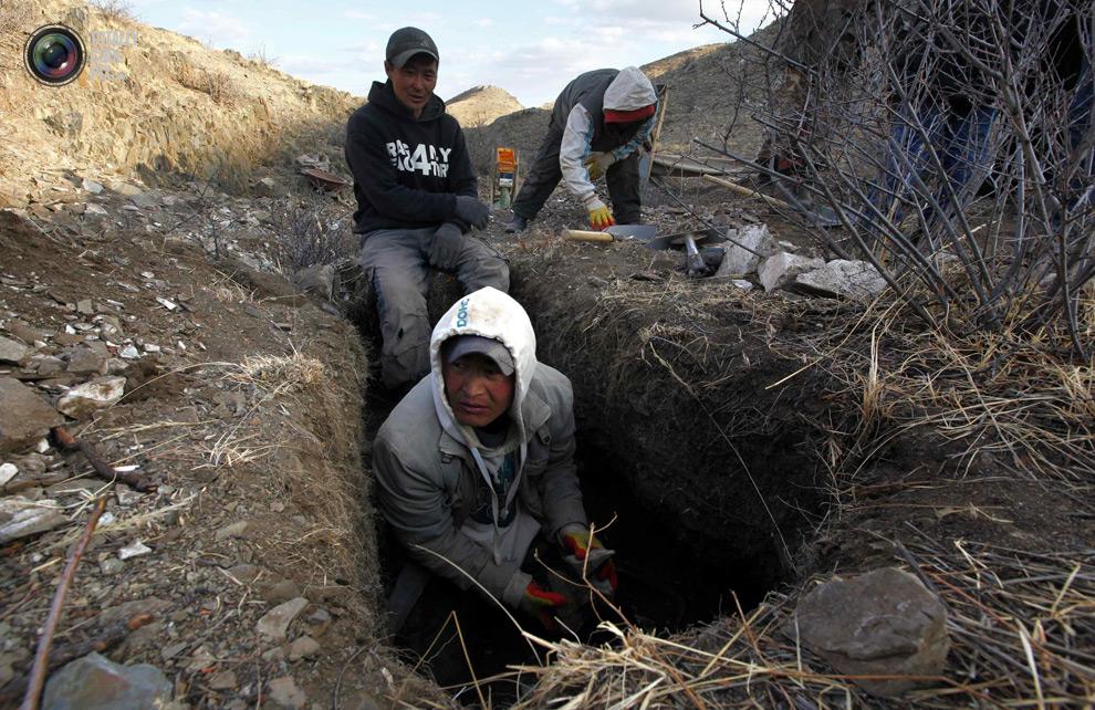 mongolia 007 Шахтеры ниндзя: Добыча золота в Монголии