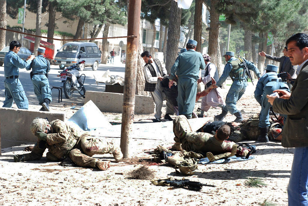 s a31 04113975 Афганистан: апрель 2012
