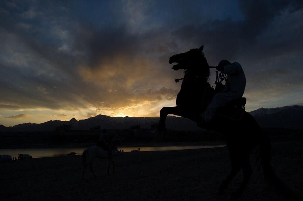 s a40 42471680 Афганистан: апрель 2012