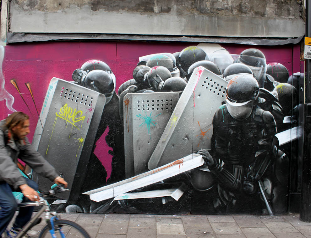 ulichnyD Стрит арт от уличного художника SmugOne