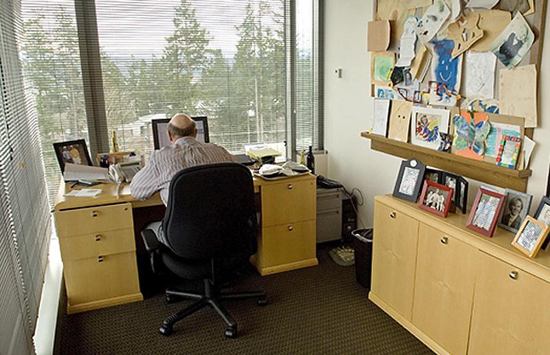 0 316 Так выглядят рабочие столы Джобса, Гейтса, Баллмера, Цукерберга и других