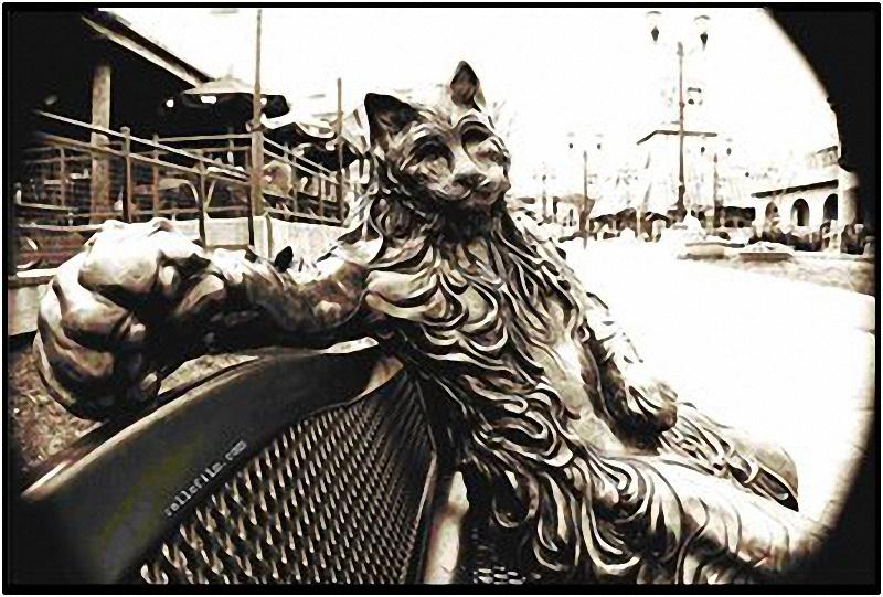 0065 Скульптуры и памятники кошкам