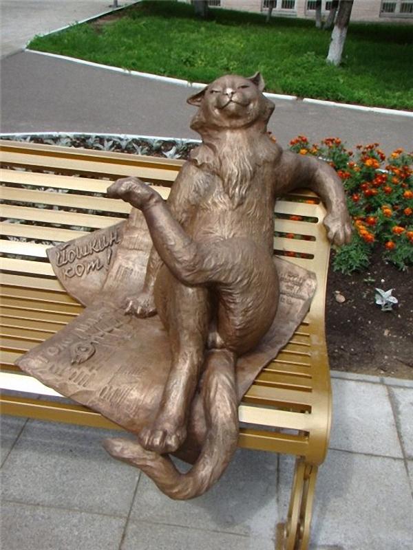 01110 Скульптуры и памятники кошкам