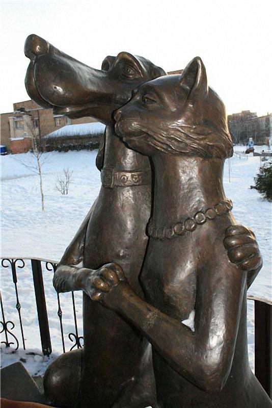 0143 Скульптуры и памятники кошкам