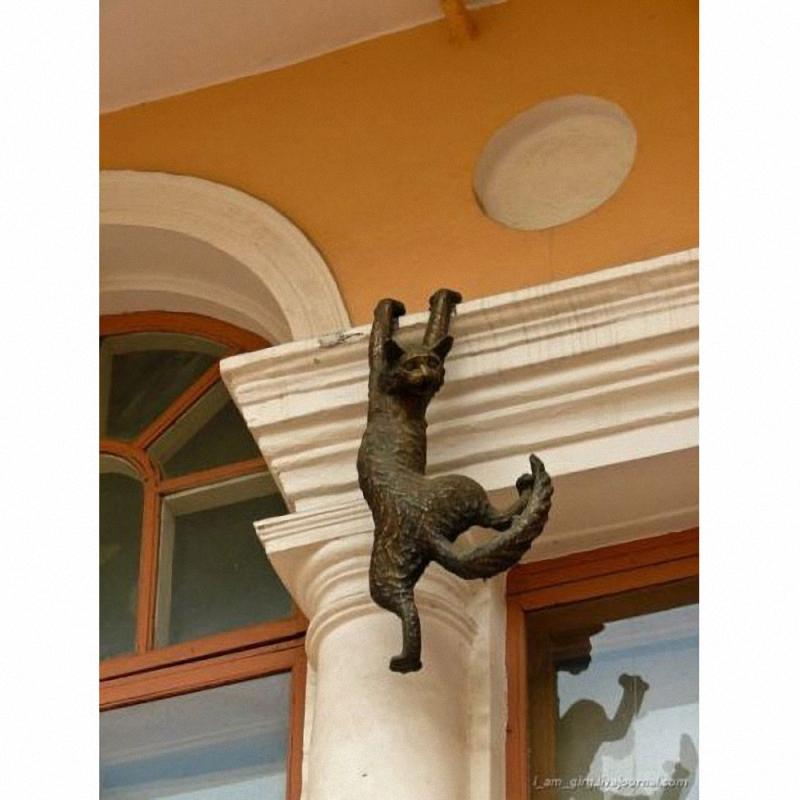 0163 Скульптуры и памятники кошкам