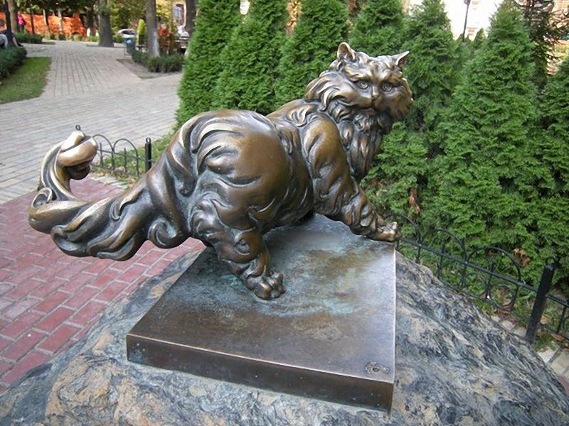 0204 Скульптуры и памятники кошкам