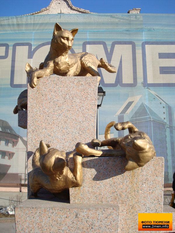 0252 Скульптуры и памятники кошкам