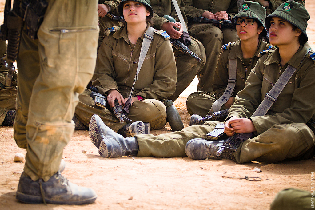 1016 Женщина с танком