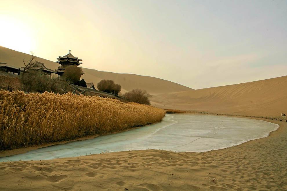 103 Озеро полумесяц   китайский оазис в пустыне