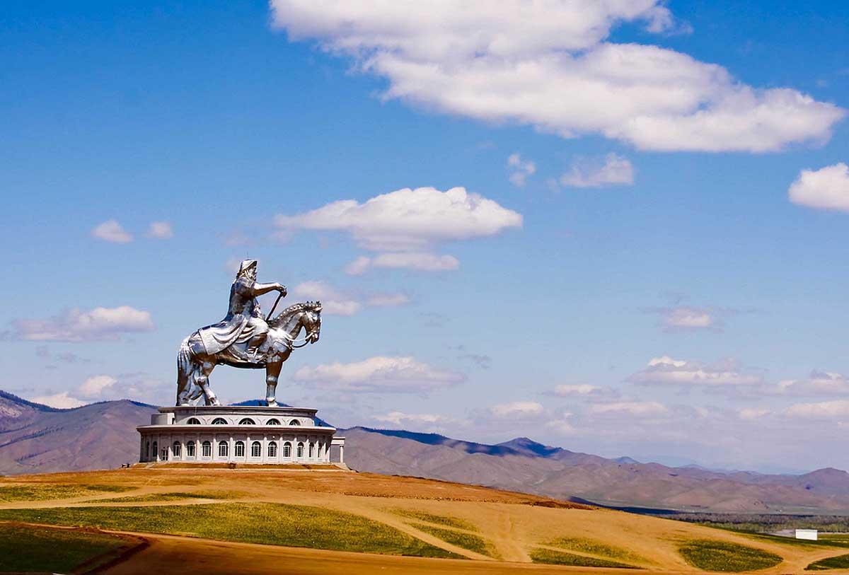 Статуя Чингисхана
