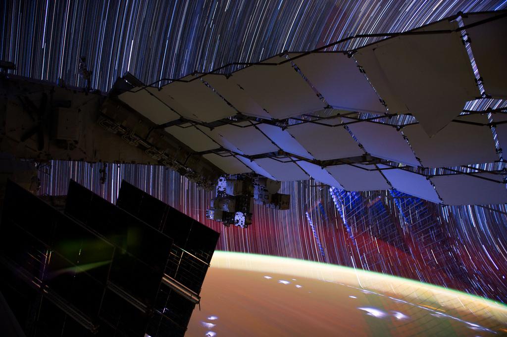 1156 Звездные следы   фото с МКС