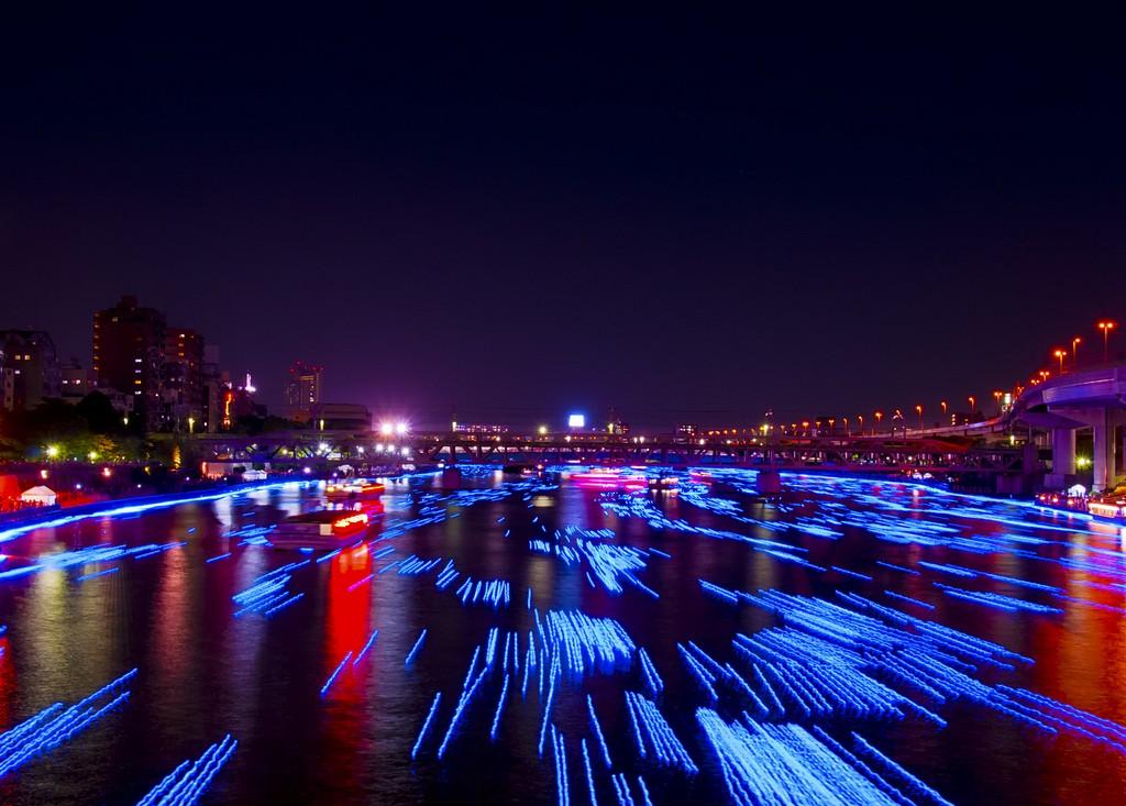 1186 100 000 голубых шаров на реке в Токио